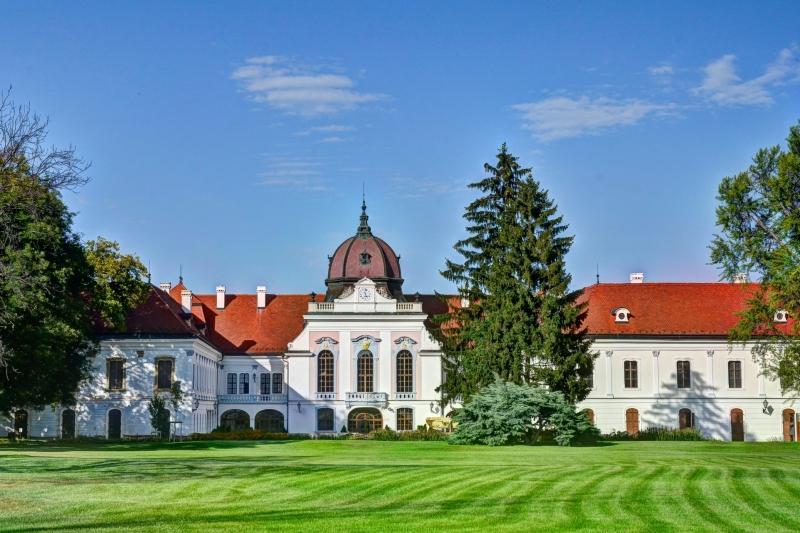 A kastély a park felől nézve / The Palace from the park